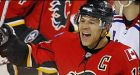Iginla scores twice in Flames' victory